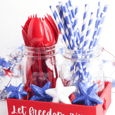 DIY Patriotic Decorations - Paint a tray and add vinyl cut with a cricut to make this cute red, white and blue decor. DearCreatives.com