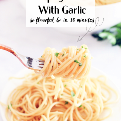 Spaghetti with garlic - Grab this flavorful spaghetti recipe and have a light pasta dinner in 10 minutes! © DearCreatives.com